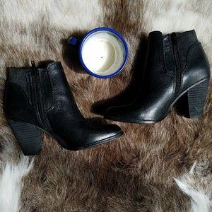 Steve Madden | Black Leather Roami Ankle Boots